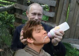 プーチンが照英の口に哺乳瓶を突っ込んでる画像ください