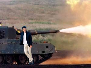 照英が泣きながら戦車とぶつかり稽古をしている画像ください