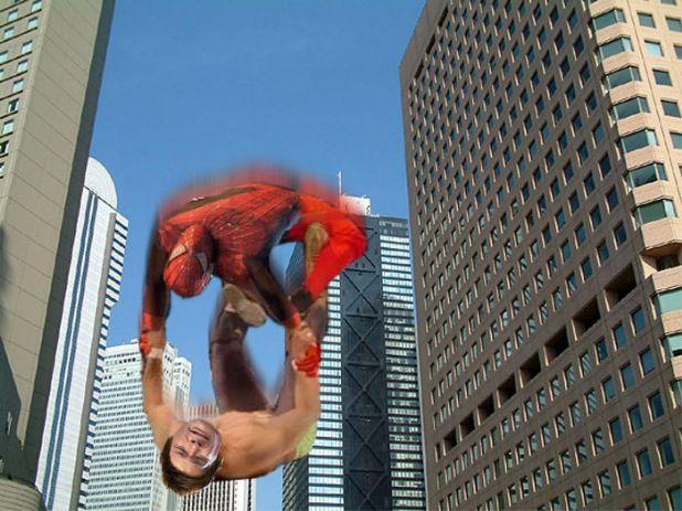 照英が高層ビルから落下しながらスパイダーマンにプロレス技決めてる画像ください