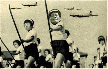 照英が竹槍を持ってB-29と戦ってる画像ください