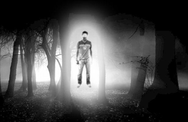 照英が森で黒魔術を学んでる画像ください