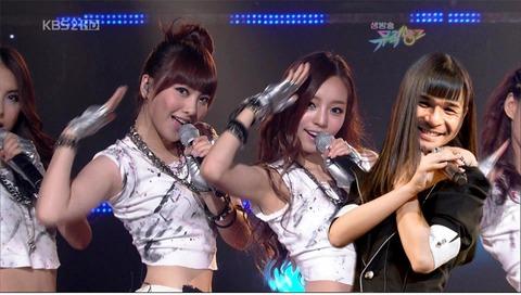 照英がAKB48のコスプレをしてKARAと一緒に「Mr」を踊っている画像ください