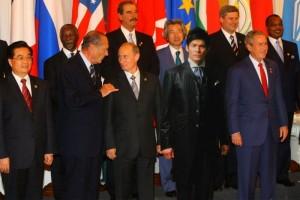 照英がG8(主要国首脳会議)に紛れ込んでる画像ください