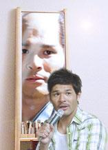 照英がこっち向いてる画像なんだけど、鏡の中の照英もこっち見てる怖い画像ください