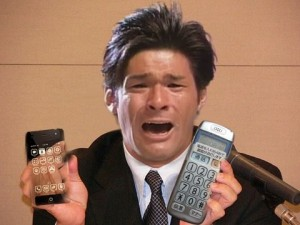 照英がスマートフォンとらくらくフォンどちらにするか悩んでる画像ください
