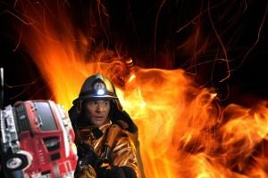 照英が火だるまになりながらも消防車を奪ってる画像をください