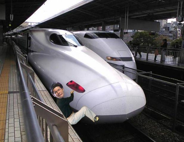 照英が泣きながらアヘ顏で新幹線に張り付いてる画像ください