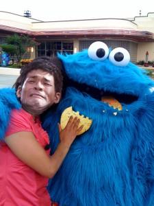 照英が泣きながらクッキーモンスターにお煎餅あげてる画像ください!