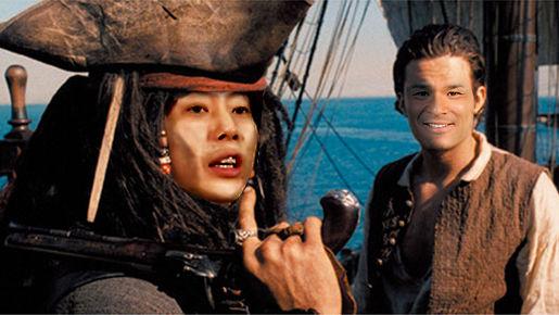 川越シェフと照英がブラックパール号に乗って、航海してる画像ください